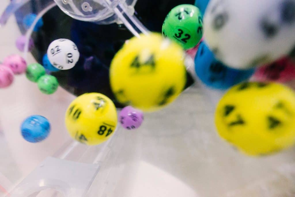 numbered balls bouncing